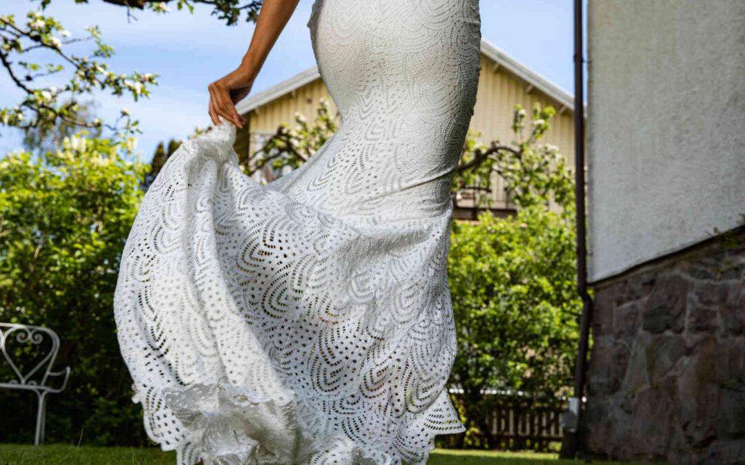 Ska man ha underkjol till bröllopsklänningen?